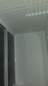 Отделка балконов пластиковым сайдингом