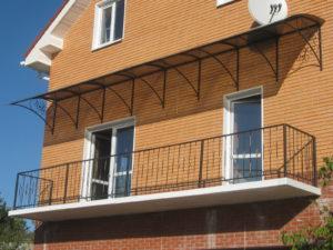 Козырек на балкон в частном доме