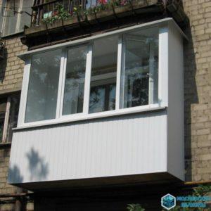 балкон сайдингом