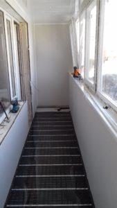 Остекление балконов под ключ, паркетный пол на балконе, теплый пол на балконе