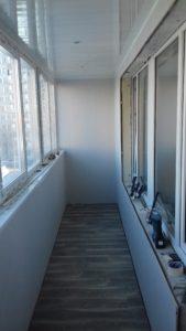 Остекление балконов под ключ, паркетный пол на балконе